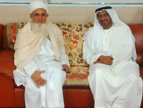 Dr Syedna Mufaddal Saifuddin being received by Shaikh Ahmed bin Saeed Al Maktoum at the Dubai International Airport (Dec 2014)